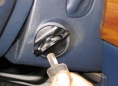 image of a car key broken off in the ignition